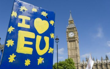 "Photograph of an ""I love EU"" sign beside Big Ben"